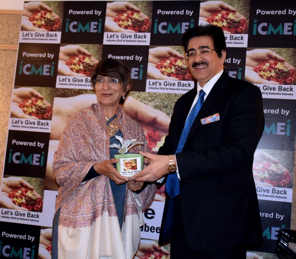 Dr. Mridula Tandon being felicitated by Mr. Marwah